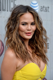 Chrissy Teigen topped off her look with edgy-sexy waves when she attended Spike TV's Guys Choice 2014.