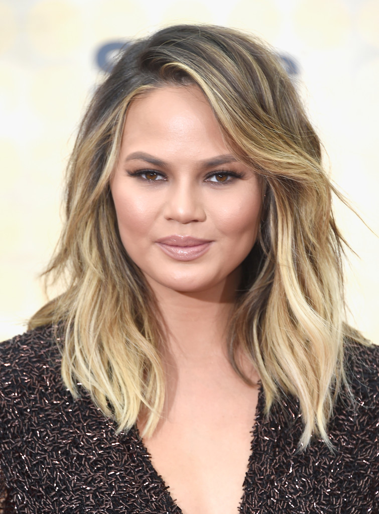 Chrissy Teigen S Summer Glam Style The Best Mom Haircuts