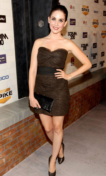 Alison Brie's framed black snakeskin clutch was an elegant complement to her sexy dress during Spike TV's Scream 2010.