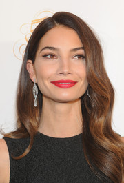 Lily Aldridge perked up her beauty look with a swipe of bright red lipstick.