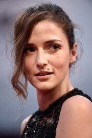 Eleonora Carisi attended the premiere of 'Spotlight' rocking a messy-glam updo.