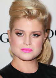 Kelly Osbourne loves to experiment with her makeup. The reality star amped up her look with metallic copper shadow.