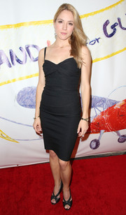 Brooke Nevin rocked this cute LBD on the red carpet.