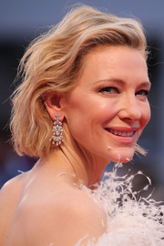 Cate Blanchett added major glamour with a pair of diamond chandelier earrings by Chopard.