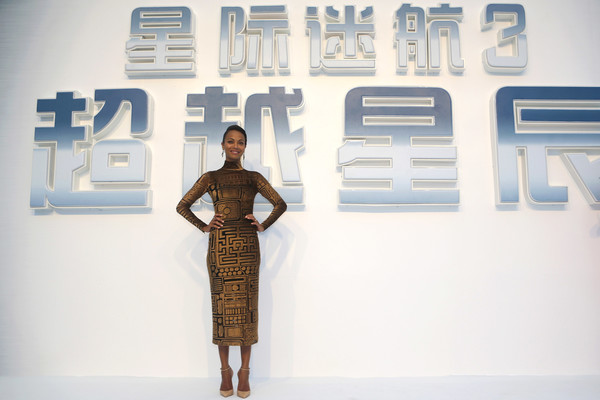 Zoe Saldana kept her styling minimal with a pair of nude ankle-strap pumps.