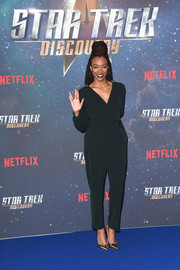 Sonequa Martin-Green styled her look with pointy gold pumps.