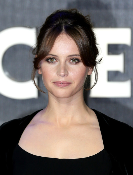 Felicity Jones went for retro elegance with this '60s-style updo at the European premiere of 'Star Wars: The Force Awakens.'