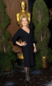 Meryl paired her look with black patent leather peep-toe pumps.