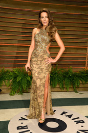 Kate Beckinsale sizzled in a tight-fitting gold cutout gown by Elie Saab during the Vanity Fair Oscar party.
