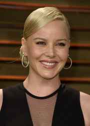 Abbie Cornish looked super sophisticated at the Vanity Fair Oscar party wearing this sleek side chignon.