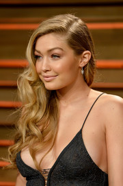 Gigi Hadid contrasted her sultry dress with a sweet side sweep during the Vanity Fair Oscar party.