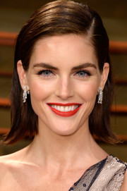Hilary Rhoda glammed up her simple hairstyle with a breathtaking pair of diamond earrings.