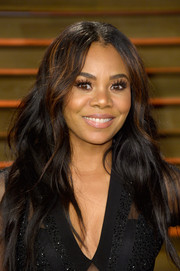 Regina Hall exuded boho charm with this center-parted wavy 'do at the Vanity Fair Oscar party.