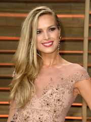 Petra Nemcova styled her locks into a subtly wavy side sweep for the Vanity Fair Oscar party.