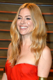 Sienna Miller went for a boho feel with this center-parted wavy 'do at the Vanity Fair Oscar party.