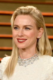 Naomi Watts made this simple straight 'do look so lovely at the Vanity Fair Oscar party.