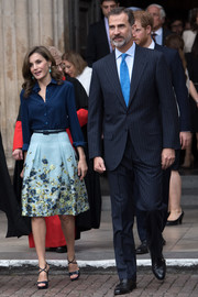 Queen Letizia of Spain kept it classic in a navy silk button-down by Felipe Varela while visiting Westminster Abbey.