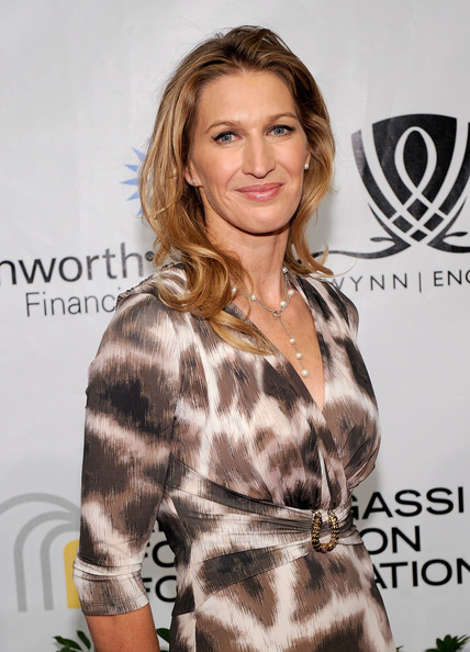 Steffi Graf Medium Layered Cut