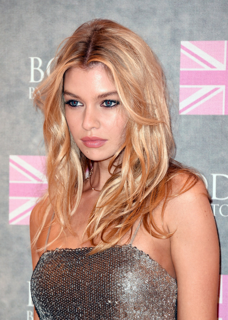 Stella Maxwell Long Center Part Hair Lookbook Stylebistro