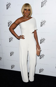 Mary J. Blige showed off her figure in a one-shoulder white hot jumpsuit at the Stella McCartney Autumn Presentation.