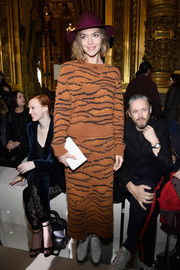 Arizona Muse walked on the wild side in a tiger-patterned sweater by Stella McCartney during the brand's Fall 2018 show.