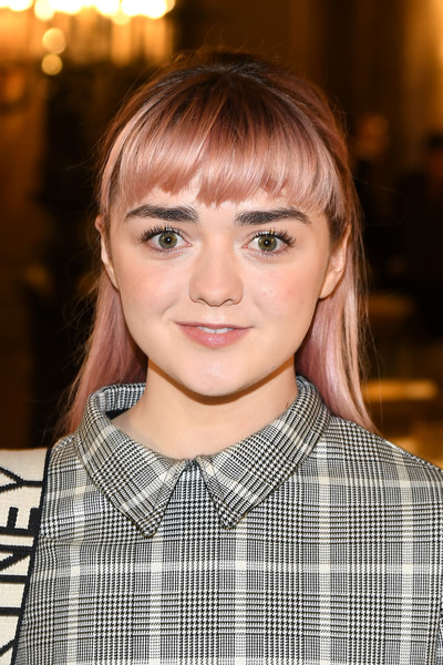 Maisie Williams kept it youthful with this pink-dyed 'do with choppy bangs at the Stella McCartney Fall 2019 show.