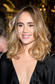 Suki Waterhouse looked oh-so-pretty with her curly 'do at the Stella McCartney fashion show.