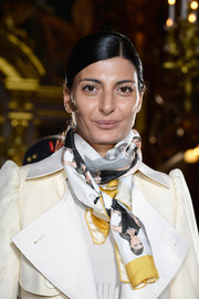 Giovanna Battaglia styled her jacket with a printed silk scarf for a chicer finish at the Stella McCartney fashion show.