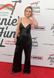 Olivia Wilde paired her jumpsuit with a simple black suede clutch.