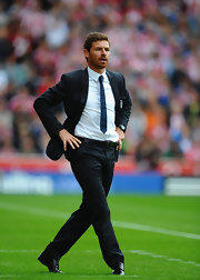 The Chelsea boss wore a thin blue tie.