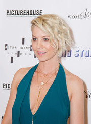 Jenna Elfman topped off her look with edgy-chic waves when she attended the premiere of 'Big Stone Gap.'