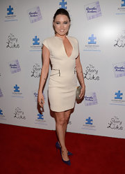 Clare Grant chose this nude frock with a plunging V-neck and zipper detailing on the waist for a sexy red carpet look.