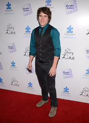 Tyler Stentiford snazzied up his red carpet look with this classic vest, which he paired over a dark teal shirt.