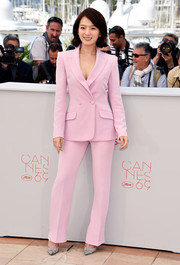 Chun Woo-Hee attended the Cannes photocall for 'The Strangers' wearing a perfectly tailored pink pantsuit.