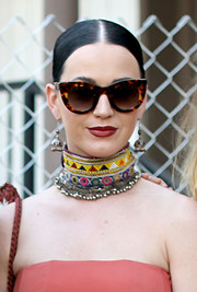 Katy Perry went for cool styling with a pair of tortoiseshell cateye sunnies by Thierry Lasry.