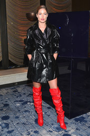 Doutzen Kroes added extra oomph with a pair of red over-the-knee boots by Stuart Weitzman.