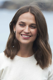Alicia Vikander sported a gently wavy shoulder-length 'do at the San Sebastian Film Festival photocall for 'Submergence.'