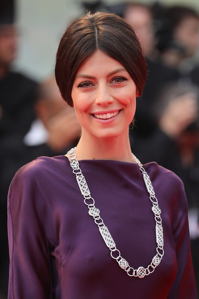 Alessandra Mastronardi paired a silver link necklace with a purple dress for the Venice Film Festival premiere of 'Suburbicon.'