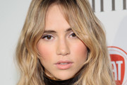 Suki Waterhouse Long Wavy Cut