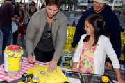 Bailee Madison and Peter Facinelli Photo