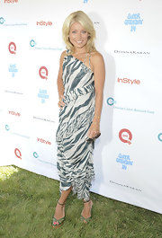 Kelly Ripa looked fierce in a tiger print chiffon dress for the OCRF benefit. The blonde host perfected her summertime style with ankle-strap platforms and a pair of stylish shades.