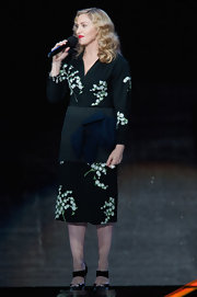 Madonna performed for Oprah's goodbye show in a Japanese print frock.
