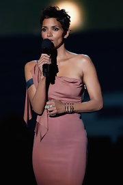 Halle Berry paired her one-shoulder dress with an oxidized sterling silver pave diamond ring.