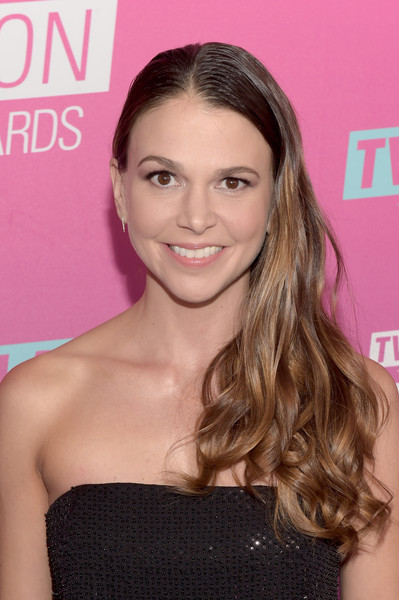 Sutton Foster Side Sweep