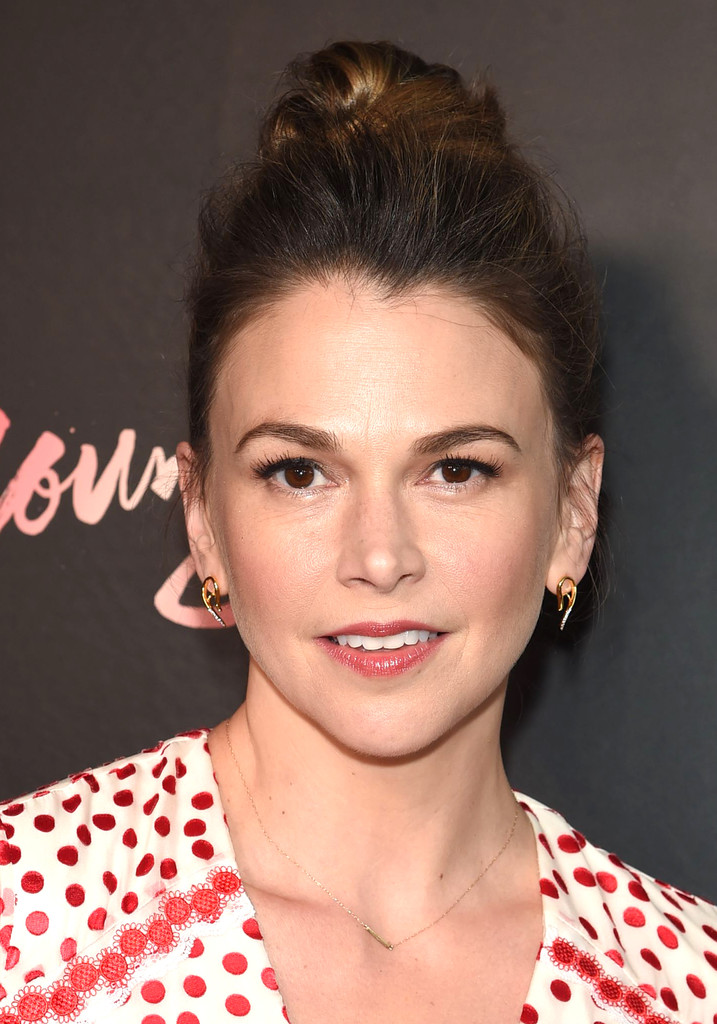 Sutton Foster Hair Knot Newest Looks Stylebistro