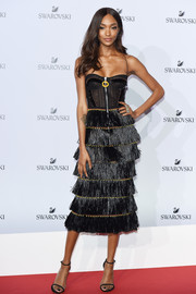 Jourdan Dunn sealed off her look with black slim-strap sandals.