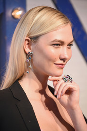 Karlie Kloss elevated her look with a colorful pair of Swarovski chandelier earrings.