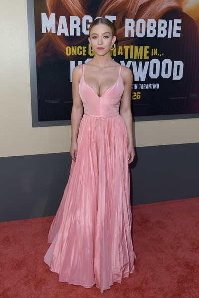 Sydney Sweeney Evening Dress [once upon a time...in hollywood,red carpet,red carpet,dress,carpet,shoulder,clothing,premiere,gown,pink,hairstyle,flooring,gown,sydney sweeney,sony pictures once upon a time...in hollywood,red carpet,los angeles,sony pictures,premiere,los angeles premiere,sydney sweeney,once upon a time...in hollywood,red carpet,celebrity,actor,premiere,red carpet fashion,award,gown]