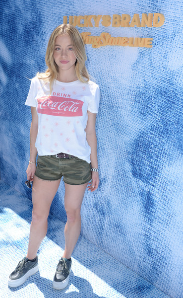 Sydney Sweeney Graphic Tee [clothing,blue,t-shirt,fashion,blond,shorts,denim,footwear,cool,jean short,sydney sweeney,rolling stone live present desert jam,palm springs,california,arrive hotel,lucky brand]
