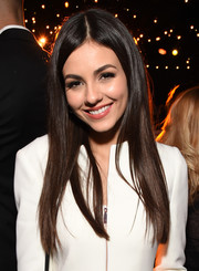 Victoria Justice sported flowing straight tresses at the TAO, Beauty & Essex, Avenue and Luchini LA grand opening.